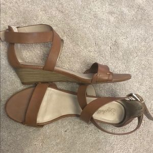 Seychelles low wedge camel leather sandals